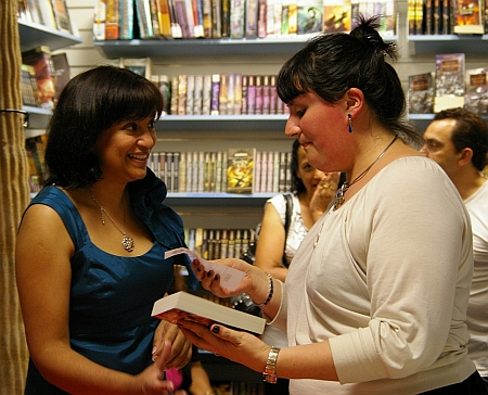 Nalini Singh and organizer Sofia M